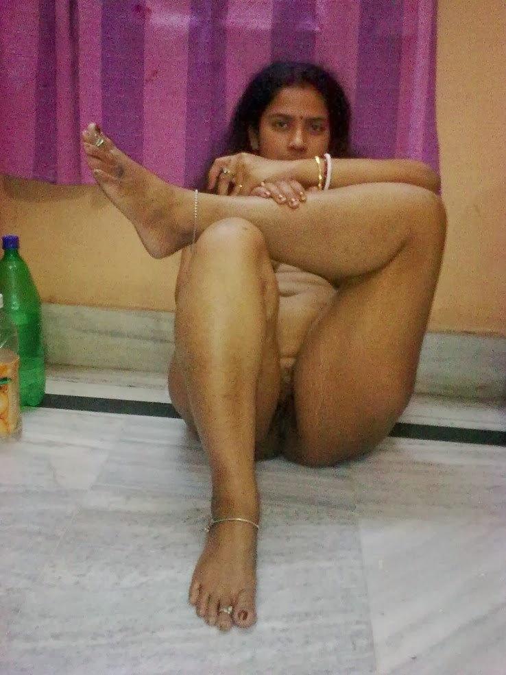 Cute Desi Indian Nude Tamil Girl Stripping Her Clothes And Showing