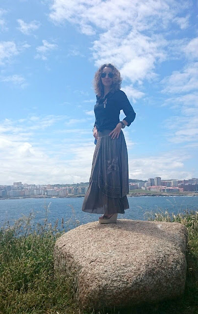 Falda vintage-Vintage maxi skirt and the sea. #fashion #blogger #moda