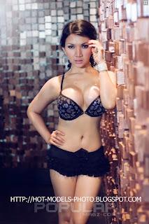 Roro Fitria Seksi Indonesian Model