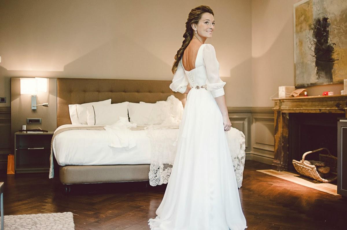 Teresa probandose el vestido de novia