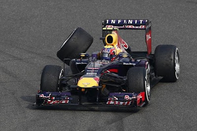 Red Bull Mark Webber loses his wheel - Chinese GP 2013