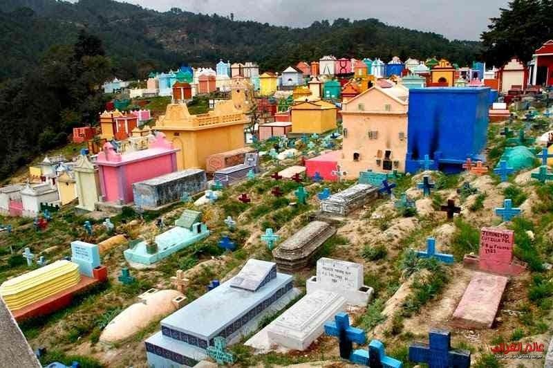 قبور ملونة، مقابر، العجائب