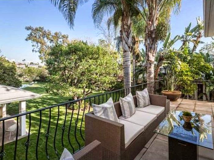 The actor of Spiderman and wife, Jennifer Meyer are indeed looking to part ways with their nearly 6,320-square-feet home, listing the residence in Brentwood, California for $ 10.25 Million.