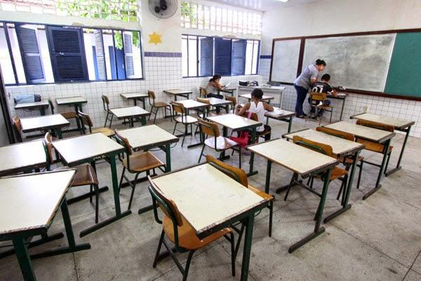 Educação do RN em queda livre: Secretaria deverá fechar 75 escolas em 2014