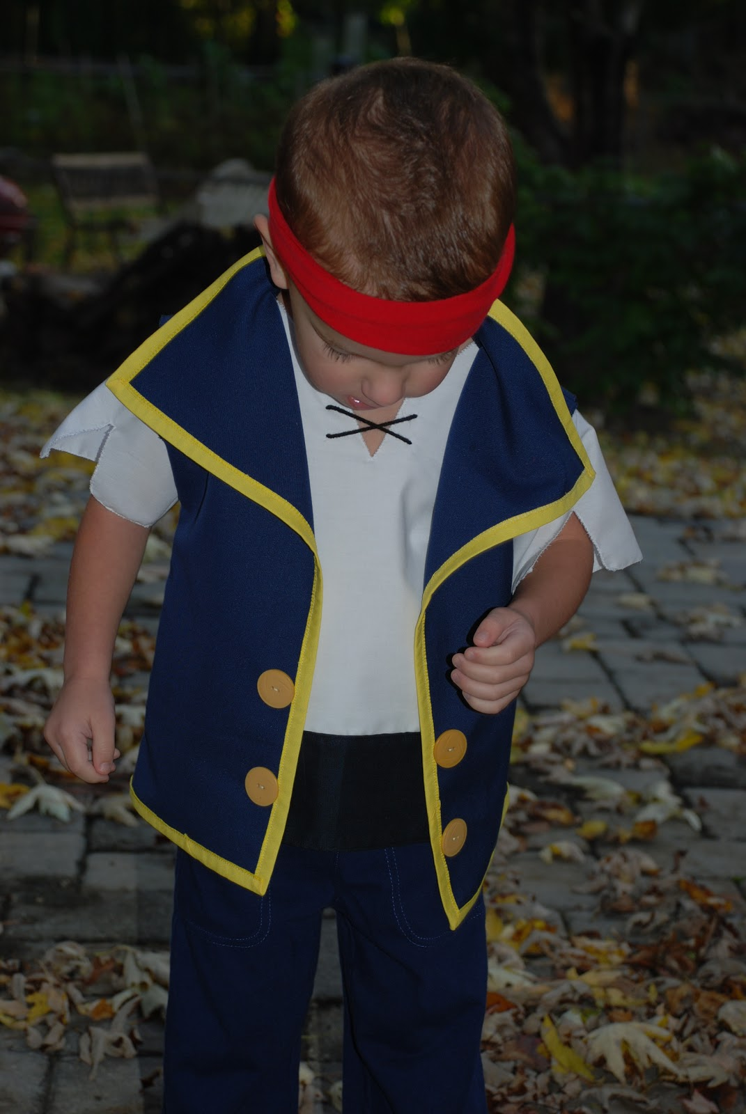 & between the toys: Jake and the Neverland Pirates costume tutorial