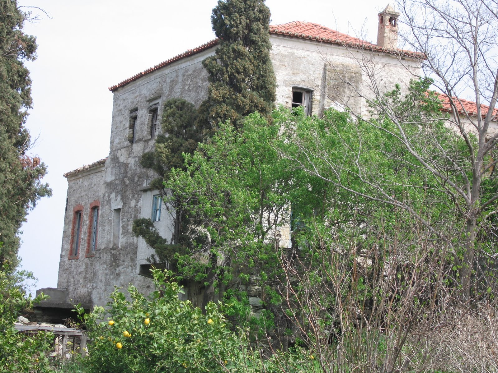 OLD MANOR HOUSE IN ANDROS ISLAND