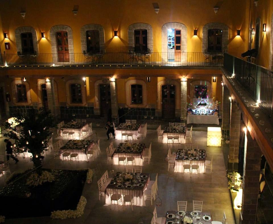 Mesa de dulces iluminada para boda OKMIRA EVENTOS MEXICO