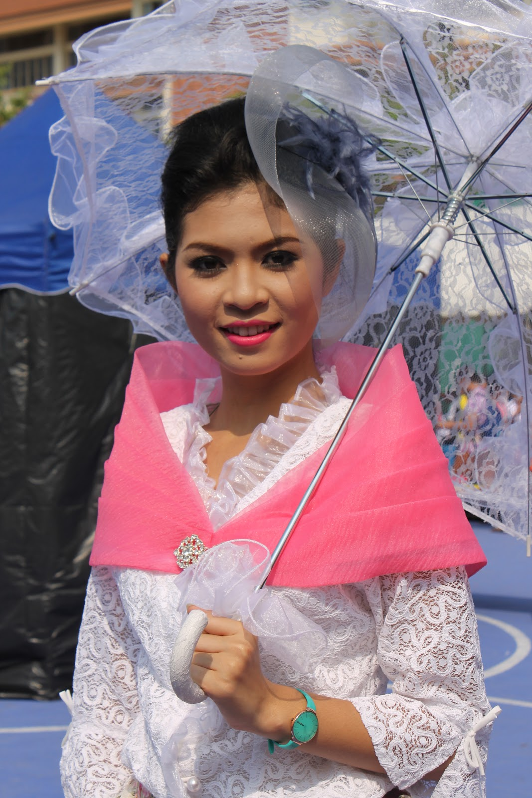 Philippine Costume of Maria Clara http://www.lonerzone.com/2012/01/rekindling-pinoy-spirit.html