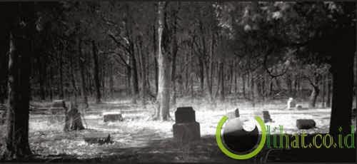 Tempat Paling BerhANTU: Pemakaman Bachelor Grove