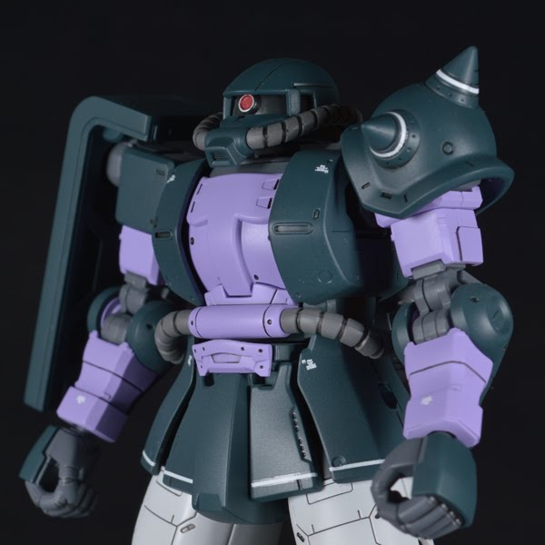 HG Zaku 2 High Mobility Type Black Tri-star