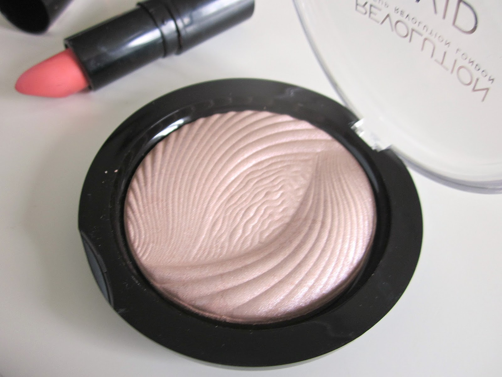 Make Up Revolution Photo Vivid Highlighter Peach Lights