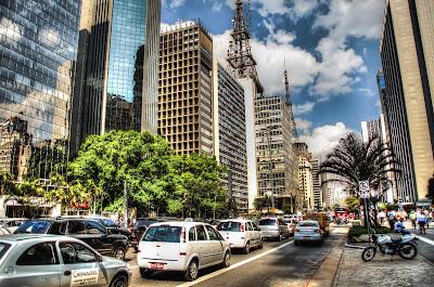 A Avenida Paulista pelas lentes do fotógrafo argentino Horacio Zabala.