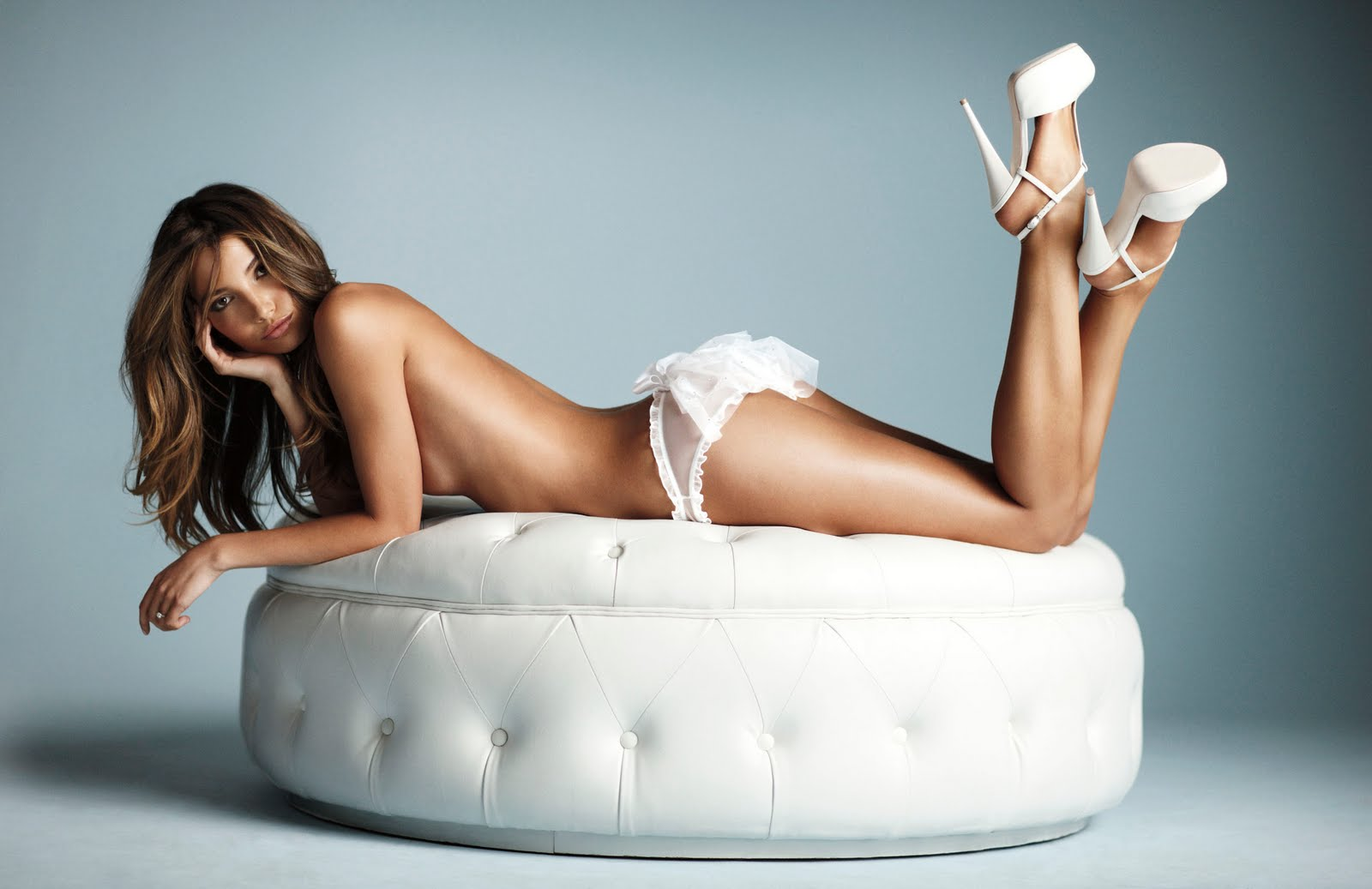 http://3.bp.blogspot.com/-CsfAAPciTWo/Tcq8IY-1AGI/AAAAAAAAAXU/SxZSu4kaASQ/s1600/bridal-2011-lily-mesh-bikini-1-victorias-secret-hi-res.jpg