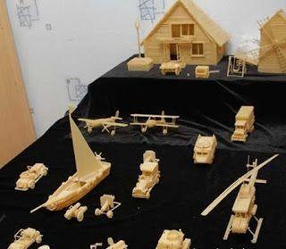فنان روسى يصنع سيارات وطائرات من المكرونة فقط !!!!