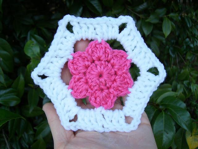 Crochet Patterns Free Hexagon : Scrap Yarn Crochet: Free Floral Hexagon Motif Crochet Pattern