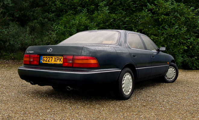 1990 Lexus LS400 UK rear view