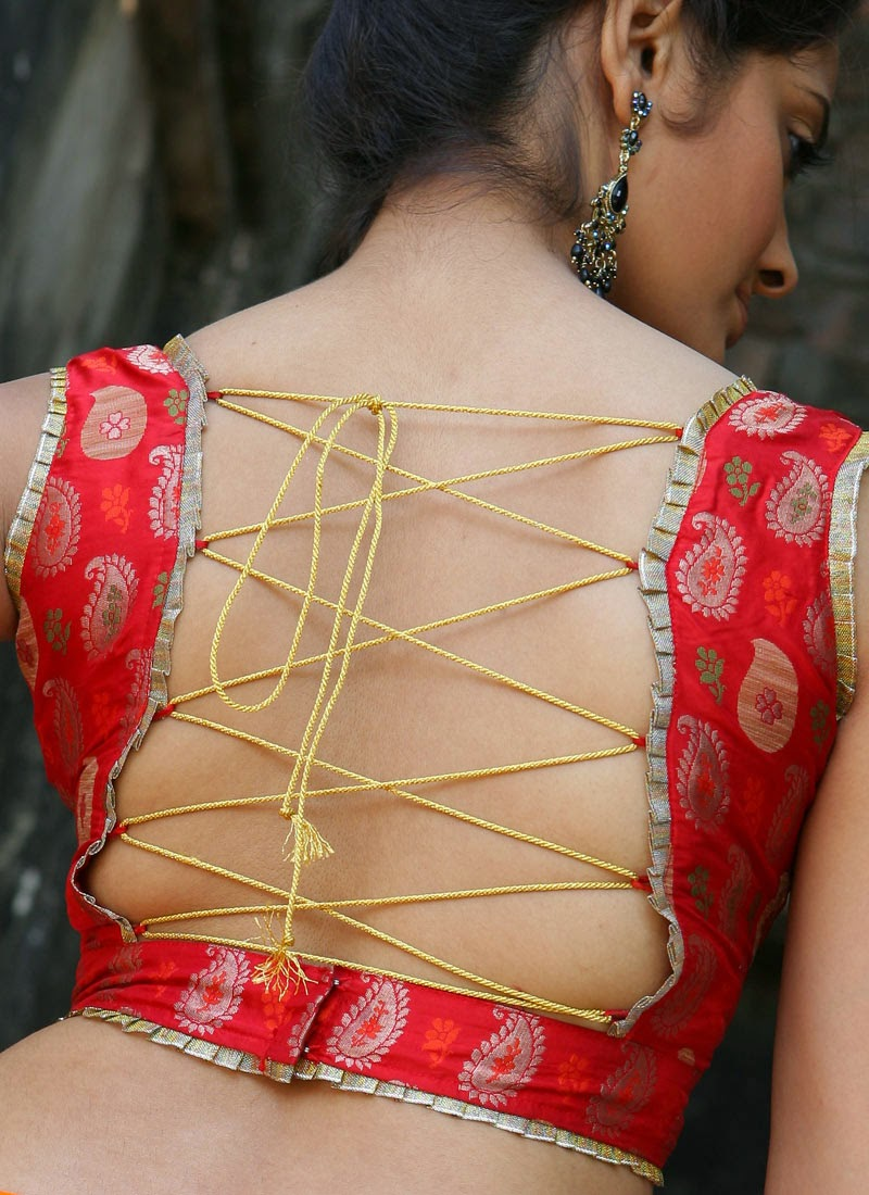 backless saree with strings
