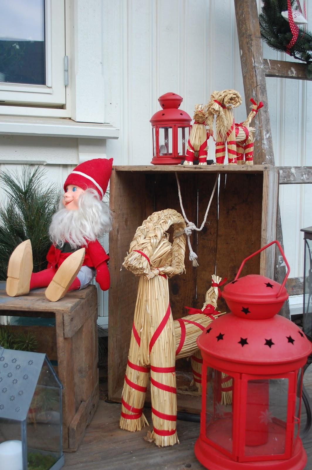 1   1 = 3 skjønne engler og et hus: jul på trappa