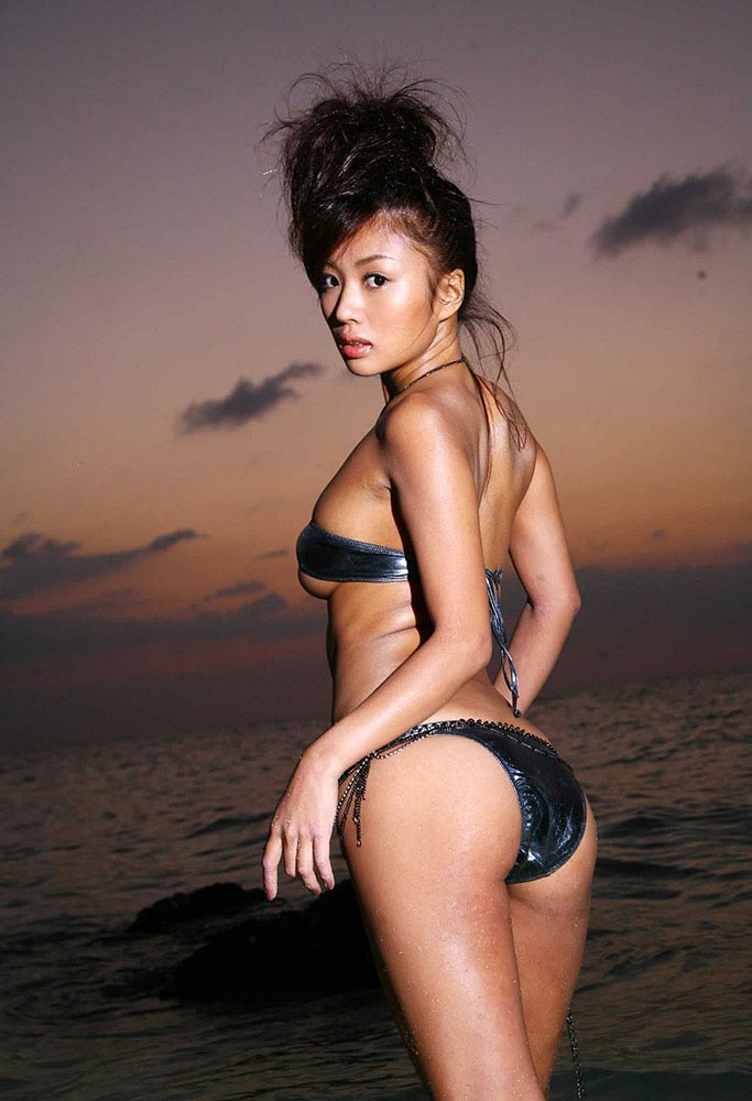kana tsugihara hot bikini photos 02