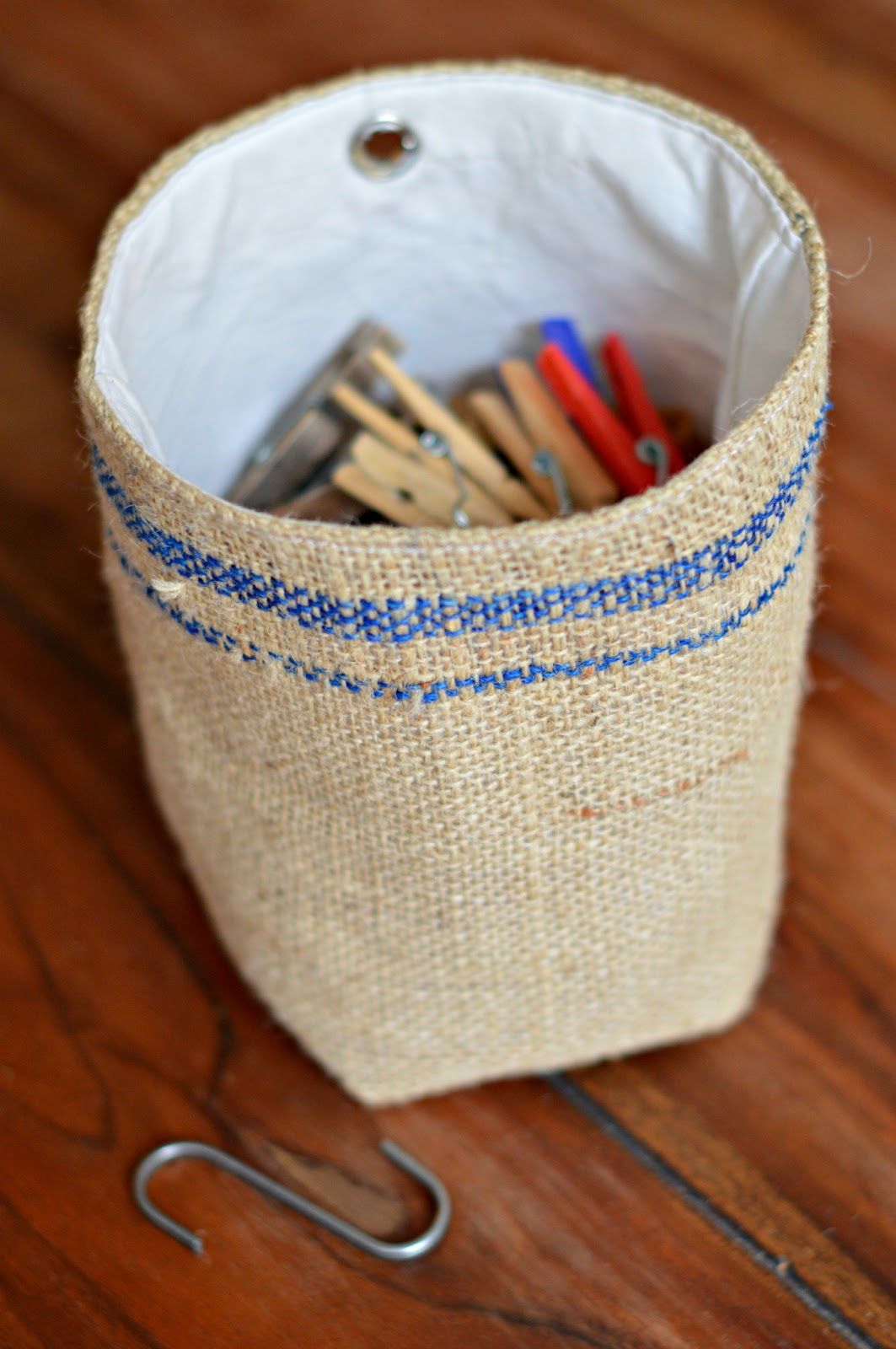 little box of tricks diy klammerbeutel burlap peg bag. Black Bedroom Furniture Sets. Home Design Ideas