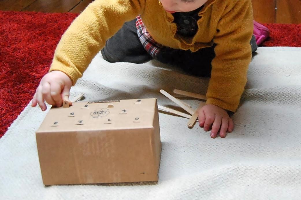 merci qui merci montessori faq quelles activit s montessori pour mon b b de 12 mois. Black Bedroom Furniture Sets. Home Design Ideas