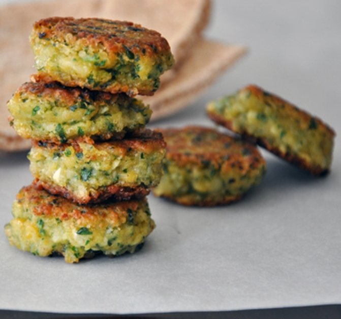 The Bestest Recipes Online: Homemade Falafel with Tahini Sauce