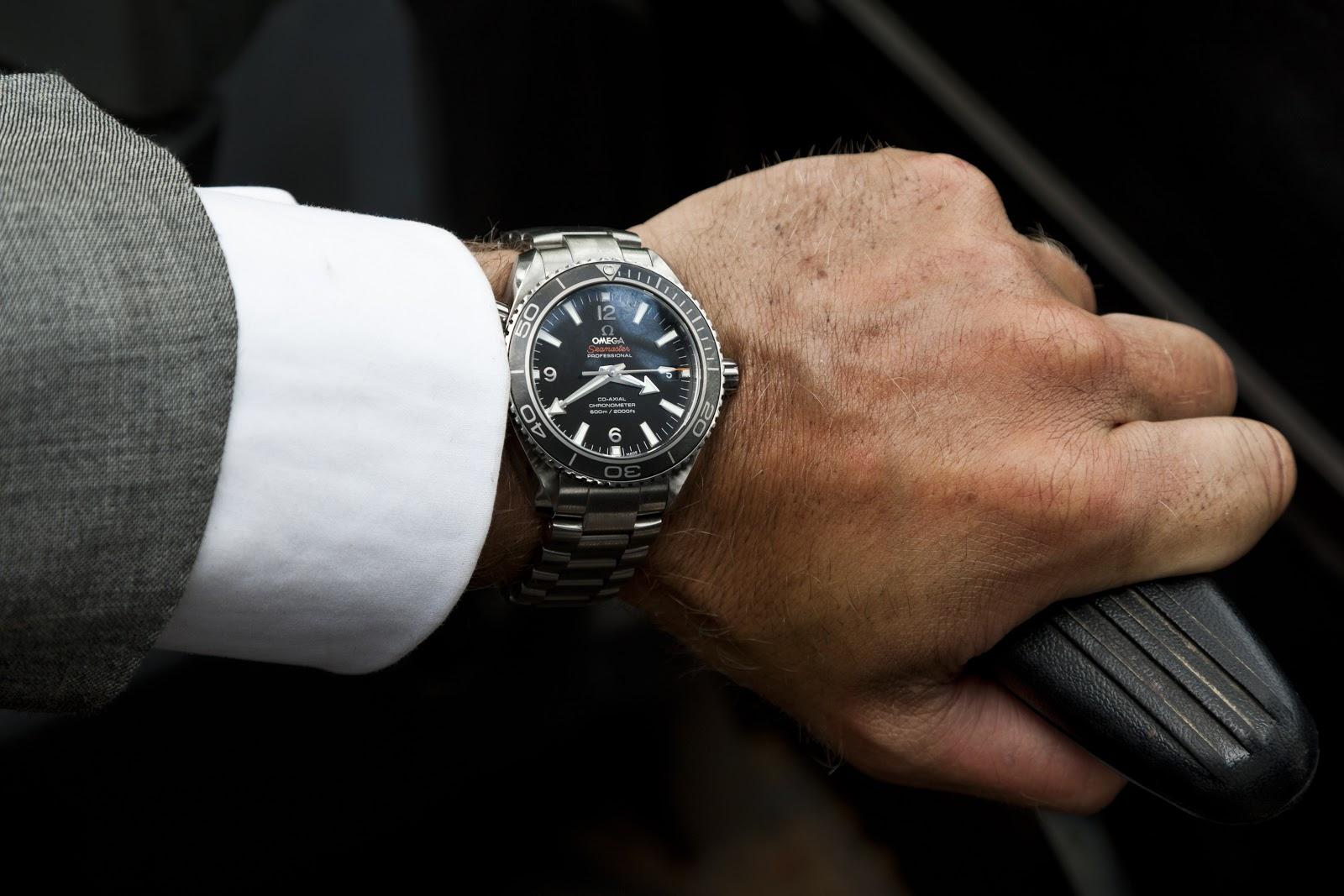 http://3.bp.blogspot.com/-CtSEsl-XlGI/UJAIMHnsUnI/AAAAAAAAJ4U/MiY9XC3ZWzk/s1600/Daniel+Craig+in+SKYFALL+wearing+OMEGA+Seamaster_3.jpg