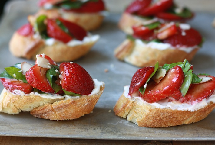 strawberry with balsamic vinegar bruschetta summer Hors d'oeuvre recipe
