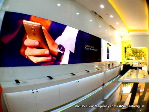 Experience Huawei Flagship Store