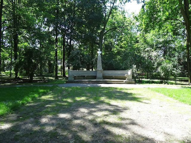 Pomnik Stanisława Staszica w parku miejskim w Kielcach