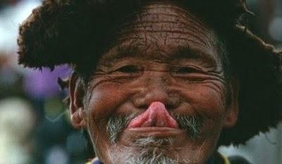 Menjulurkan lidah, Tibet