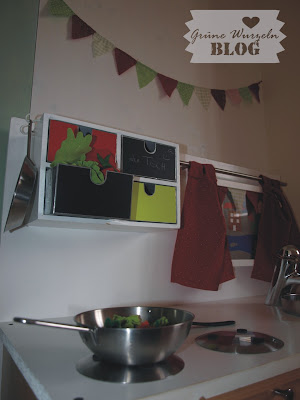 eigenbau puppenküche rot grün kinderzimmer