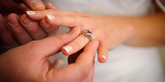 4 Tanda Pria Siap Menikah