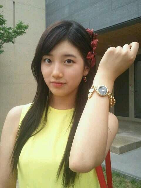 [PICTURE] BAE SUZY - Using Sponsored Watch