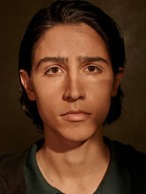 Lorenzo James Henrie como Chris.