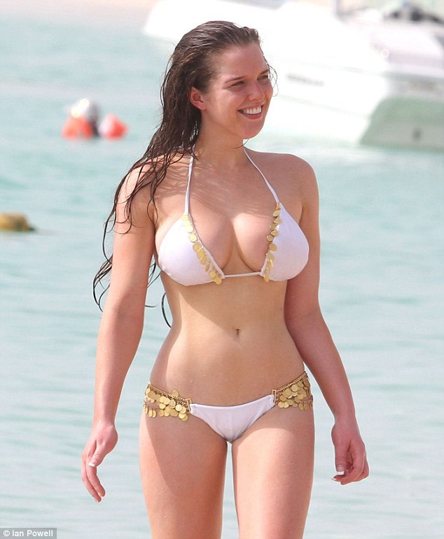 wappic blogspot com  helen flanagan shows off her curves
