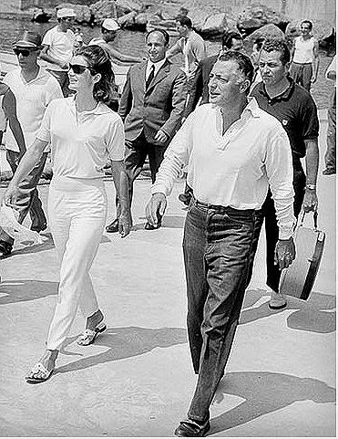 Jackie-Onassis-on-the-island-of-Capri-with-Gianni-Agnelli