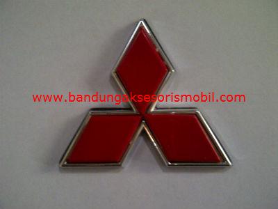 Emblem Exclusive Logo Mobil Mitsubishi Merah Kecil