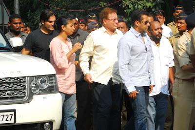 Salman Khan visit Unwell Bal Thackeray at Matoshree