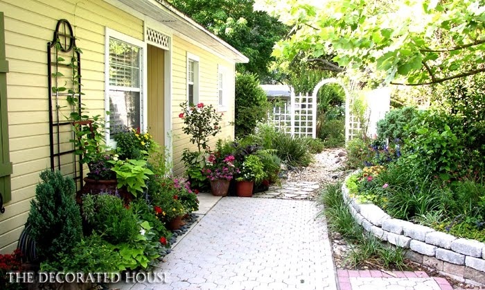 The decorated house small space gardening kitchen for Small house with courtyard