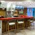 Área de churrasco moderna com pastilhas + ilha de silestone  e churrasqueira com coifa!