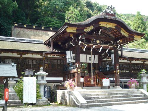 松尾大社釣殿と本殿