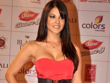 Sunny Leone in Red Gown at Balaji Global Indian Film &amp; Television Honors 2012 - Sunny Leone in Hot Red Gown Dress