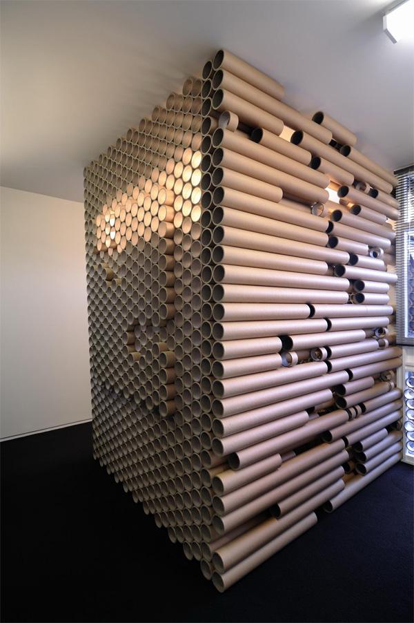 τοίχος από χαρτόνι, τοίχος από χαρτί, αρχιτεκτονική με οικολογικά υλικά, κτίρια με οικολογικά υλικά, κτίρια με ανακυκλωμένα υλικά, αρχιτεκτονική με ανακυκλωμένα υλικά, διακόσμηση εσωτερικού χώρου με ανακυκλωμένα υλικά