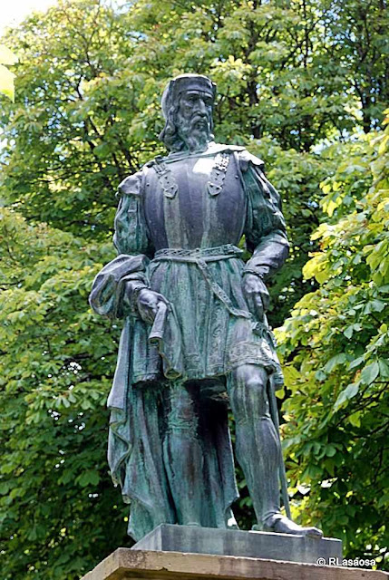 Monumento homenagem a Pedro Navarro, Conde de Oliveto, Navarra.