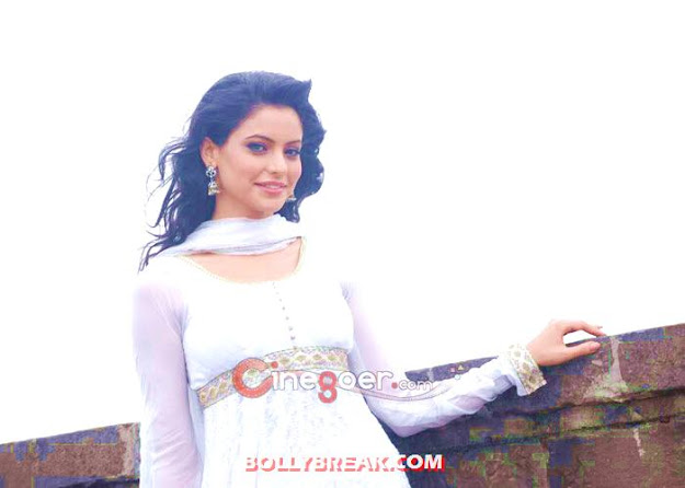 Aamna Sharif in white suit -  Aamna Sharif Latest Photo Shoot 2012