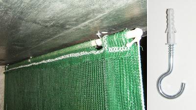 Cortinado de rede sombreira fixo ao tecto da varanda