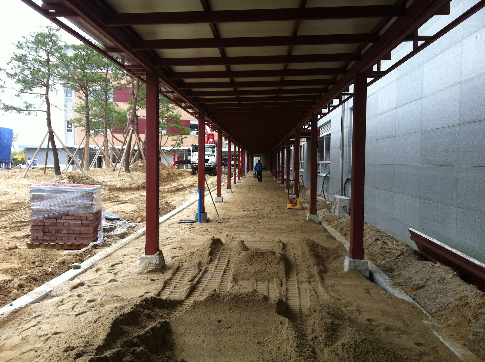 Covered Walkway Construction : We build together latest academic building and campus