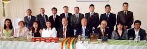 Delicia Andrade (segunda de rosado) preside el Comité pro Mar