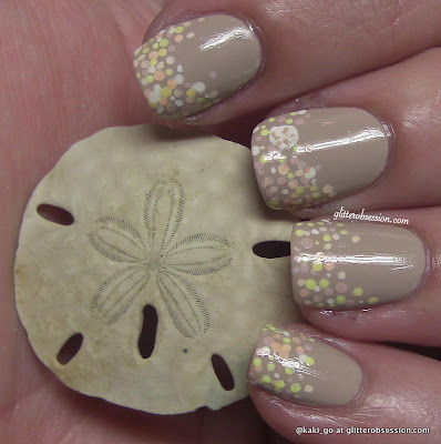 glitterobsession: Sand dollar and sea shell nail art